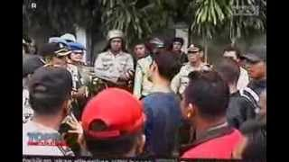 getlinkyoutube.com-Polisi Baku Hantam dengan Preman