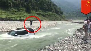 Pria Cina Tidak Mau Bayar Cuci Mobil, Tenggelamkan Mobil Ke Dalam Sungai   TomoNews