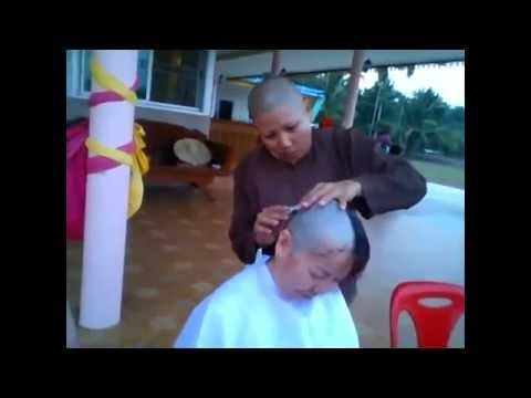 VIdeo Women shave the hair Bald and become nun