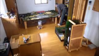 モジュール式の鉄道模型レイアウトの解体、パッケージングのタイムラプス撮影