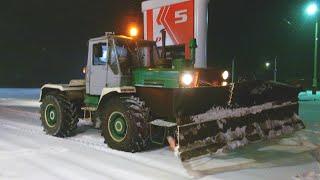 getlinkyoutube.com-Часть 1.Трактор Т-150К.Один день на расчистке снега в поселке.