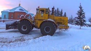 """getlinkyoutube.com-2 День """"Из жизни коммунала"""":  расчистка снега Т-150К и К-701"""
