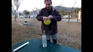 getlinkyoutube.com-¿COMO ELEVAR UN GLOBO SIN COMPRAR HELIO? Elevación de un globo lleno de hidrógeno