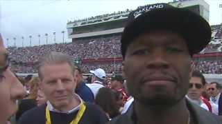 50 Cent essai d'embrasser une présentatrice et se prend un vent