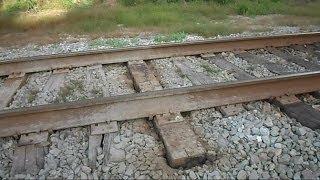 getlinkyoutube.com-CSX Train Runs Fast Over Really Bad Tracks
