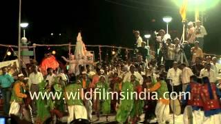 getlinkyoutube.com-Adivasi tribe from Narmada district of Gujarat perform at Rann Utsav