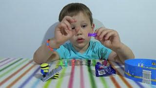 getlinkyoutube.com-Миньон Киндер Макси игрушка из яйца Стикизы распаковка Kinder Maxi Minions, stikeez blind bags