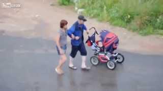 getlinkyoutube.com-Бухие родители с коляской