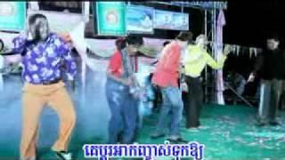 getlinkyoutube.com-Khmer New Year Song 2011 - បាត់ស្បែកជើង.mp4