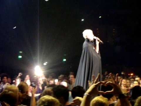 Pink Funhouse Tour Rotterdam - Glitter In The Air Live