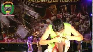 getlinkyoutube.com-Atipanakuy de Danzante de tijeras 2014 (actos extremos de los bailarines)