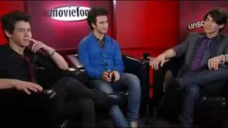 getlinkyoutube.com-Jonas Brothers Moviefone Unscripted Real Funny Interview