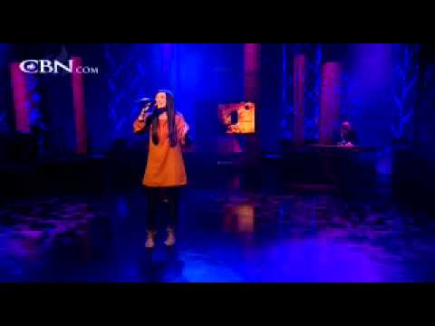 Kari Jobe Sings 'What Love Is This' -ODrU_8gZCeY