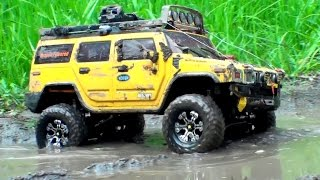 getlinkyoutube.com-RC OFF Road EXTREME 4x4 - Scale Trucks in MUD - Hummer H2 vs Land Rover Defender 90