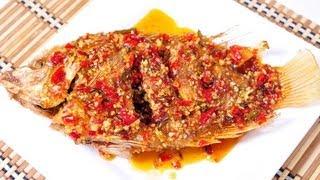 getlinkyoutube.com-[Thai Food] Fried Fish with Chili Sauce (Pla Tub Tim Rad Prik)