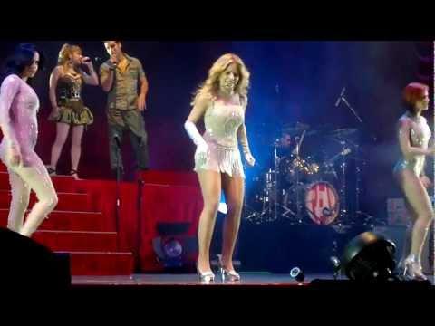 Gloria Trevi Recostada en la cama En vivo en Hermosillo Sonora 23-09-2011
