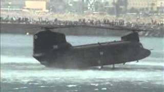 getlinkyoutube.com-CH-47 Chinook - Landing in the sea