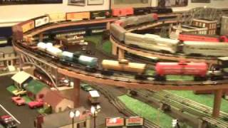 getlinkyoutube.com-Lionel train layout by the Curto family