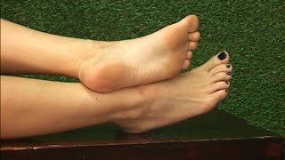 getlinkyoutube.com-Roxi Keogh - Showing Feet on Babestation Unleashed (04/02/2016)