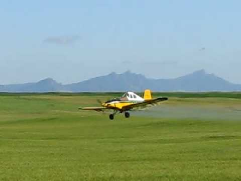 Turbo Thrush S2r Cropsprayer Doing Wing Overs.