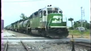 getlinkyoutube.com-Burlington Northern fuel tender, cabooses and odd paint schemes. 6/11/1991