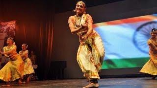 getlinkyoutube.com-Aamir Khan , Kamal Hassan & Shobana's dance performance @ CIFF | 4TamilMedia