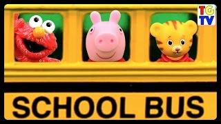 getlinkyoutube.com-Wheels on the Bus Musical Chairs Elmo, Peppa Pig, Daniel Tiger