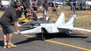 getlinkyoutube.com-Worlds Largest RC Scale Mig 25 Twin Jet Turbine at Tokoroa