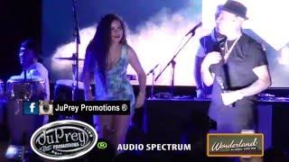 getlinkyoutube.com-Nicky Jam sube fanática de Brasil a tarima @ Wonderland Ballroom-Boston