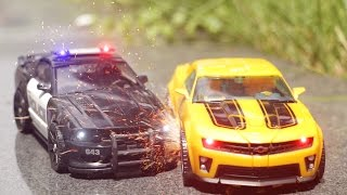 getlinkyoutube.com-Transformers Bumblebee VS Barricade Combat Stop Motion Car Toys 트랜스포머 범블비 VS 바리케이드 전투 자동차 장난감 변신 동영상