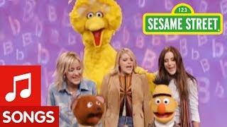 getlinkyoutube.com-Sesame Street: Dixie Chicks And Muppets Sing No Letter Better