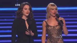 getlinkyoutube.com-[HD] Kat Dennings & Beth Behrs: Wrecking Ball, Baby Got Back  @ People's Choice Awards