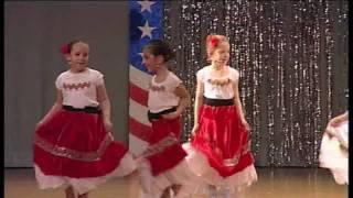 getlinkyoutube.com-LA BAMBA & TWIST AND SHOUT par les mini kids de la DMC