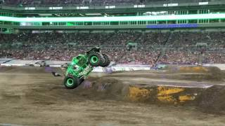 Monster jam 2017 tampa 1 jan 14th grave digger freestyle