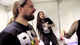 getlinkyoutube.com-Korn performs Sepultura's 'Roots Bloody Roots' with Andreas Kisser & Derrick Green