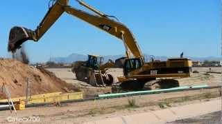 getlinkyoutube.com-CAT 385CL Excavators Digging With Huge Bucket