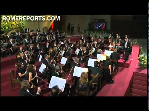 Pope attends concert by Spanish Symphony Orchestra