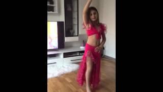 getlinkyoutube.com-Erza belly dance 7 years old