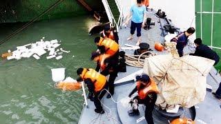 [세월호 침몰 사고] 침몰 직전 구조되는 승객들 영상 첫 공개