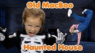 getlinkyoutube.com-Old MacBoo Halloween Song (Old MacDonald Had a Farm) | Halloween Costumes for Kids