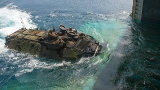 getlinkyoutube.com-揚陸艦のウェルドックに収容されるAAV7水陸両用装甲車
