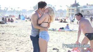 getlinkyoutube.com-Besos Fáciles | Kissing Prank - Tu Edad Loca Por un Beso Largo - Besando Desconocidas