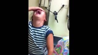 getlinkyoutube.com-Reacción de niña por vacuna