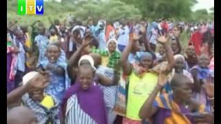 wafugaji 400 waandamana kupinga halmashauri ya Simanjiro kuweka alama za mipaka ya mji wa Olkesumet.