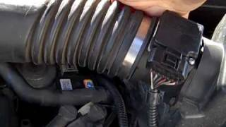 How to Change the DPFE Sensor on a 2001 Ford Focus