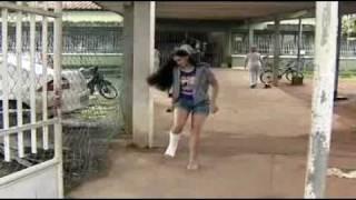 Estudante de 19 anos é barrada na porta da escola