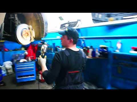 Замена тормозных дисков и прокачка тормозной жидкости на Вольво s60