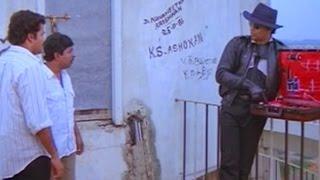 getlinkyoutube.com-Nadodikattu - Mohanlal - Sreenivasan & Captain Raju Comedy Scene