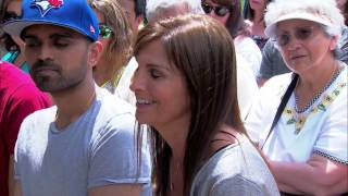 getlinkyoutube.com-Home & Family - Piano Player Emily Bear