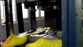 getlinkyoutube.com-EVA SHOE INJECTION MOULDING MACHINE FOR GARDEN SHOE FROM YING RUN MACHINERY CO